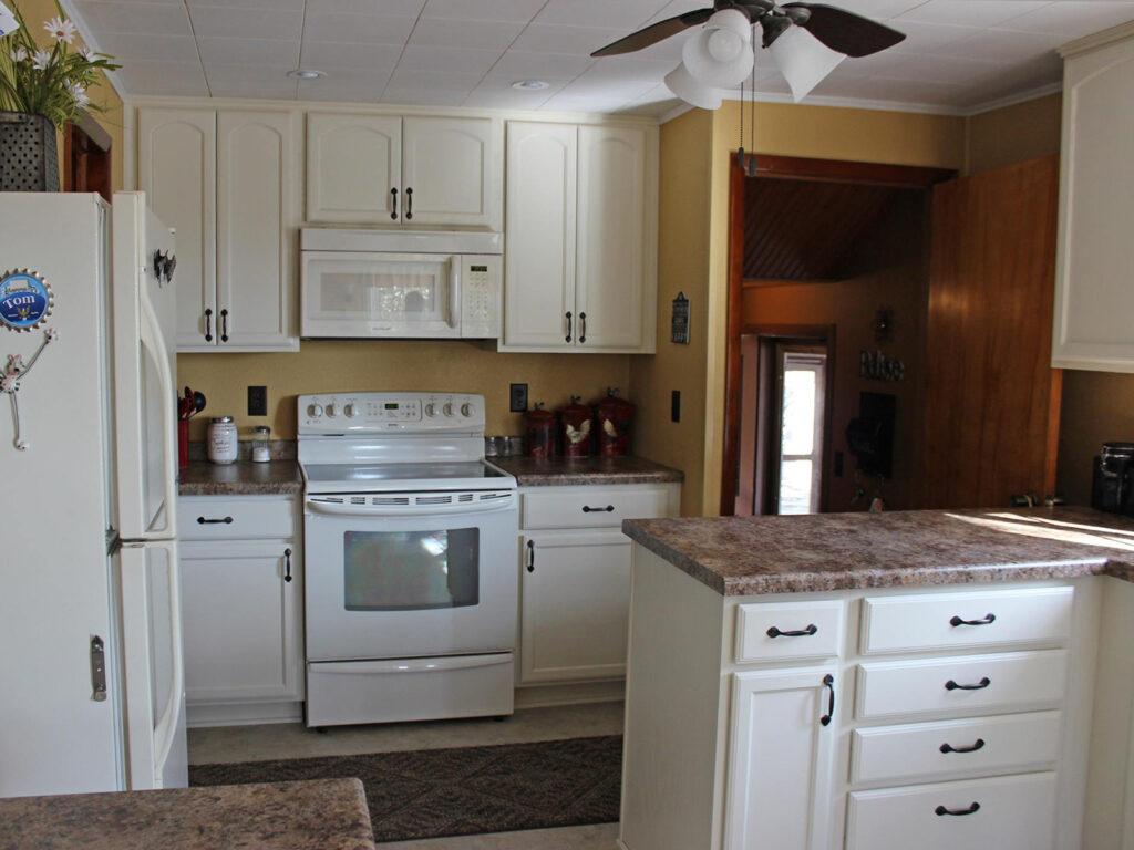 Mid Continent Cabinetry Dramatic 1950s Kitchen Makeover 8