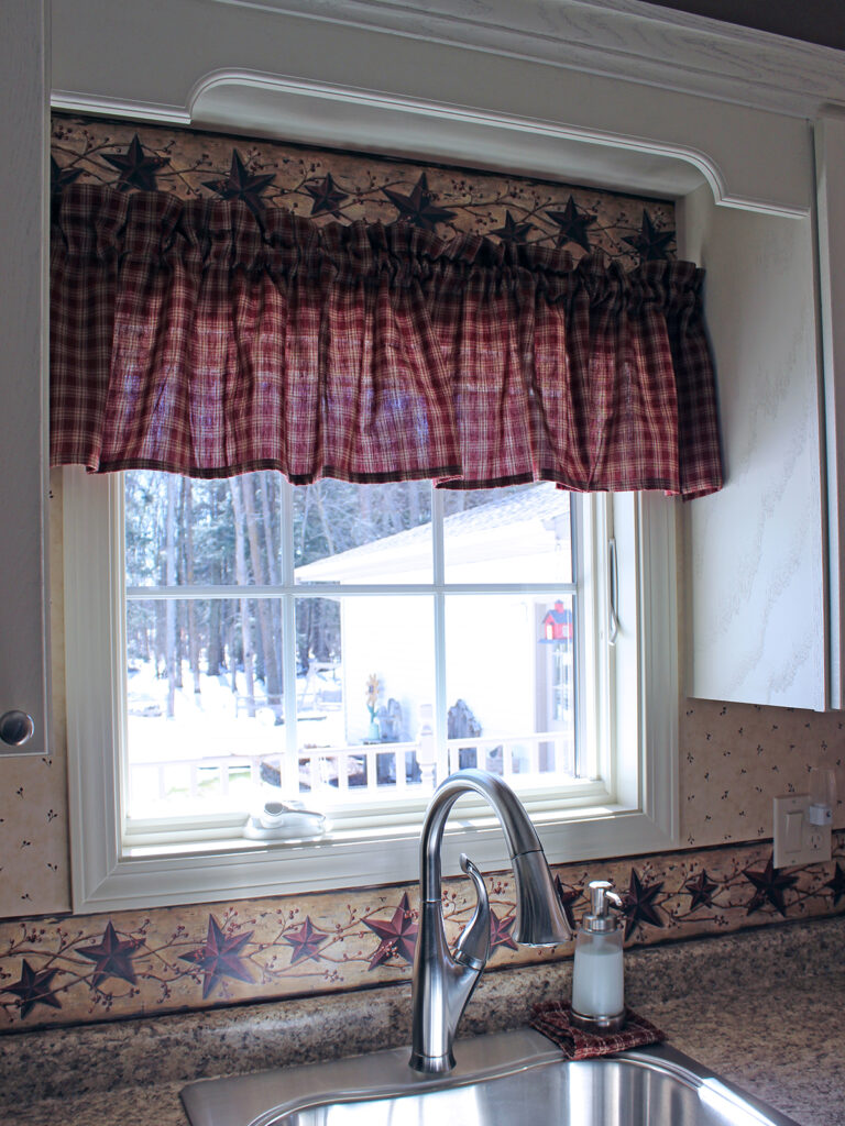Mid Continent Cabinetry Super Cute Cottage Like Renovation 10