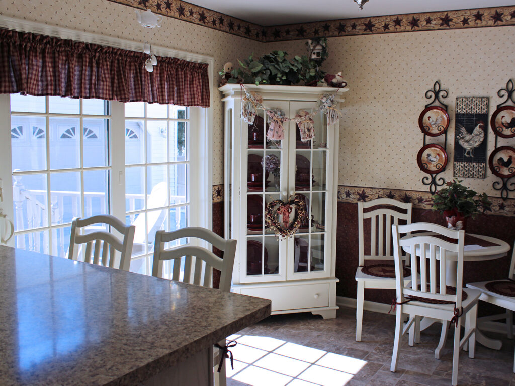 Mid Continent Cabinetry Super Cute Cottage Like Renovation 11