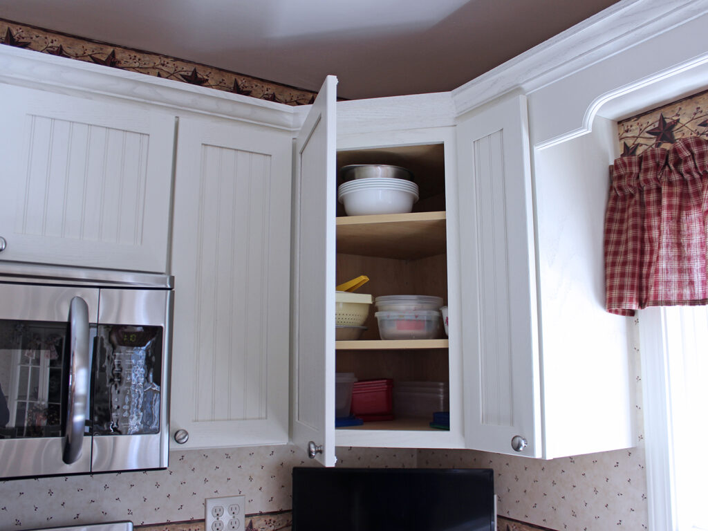 Mid Continent Cabinetry Super Cute Cottage Like Renovation 3