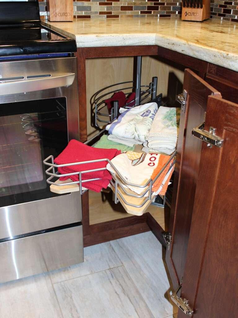 StarMark Cabinetry Elegant Redo of 1980s Kitchen 11