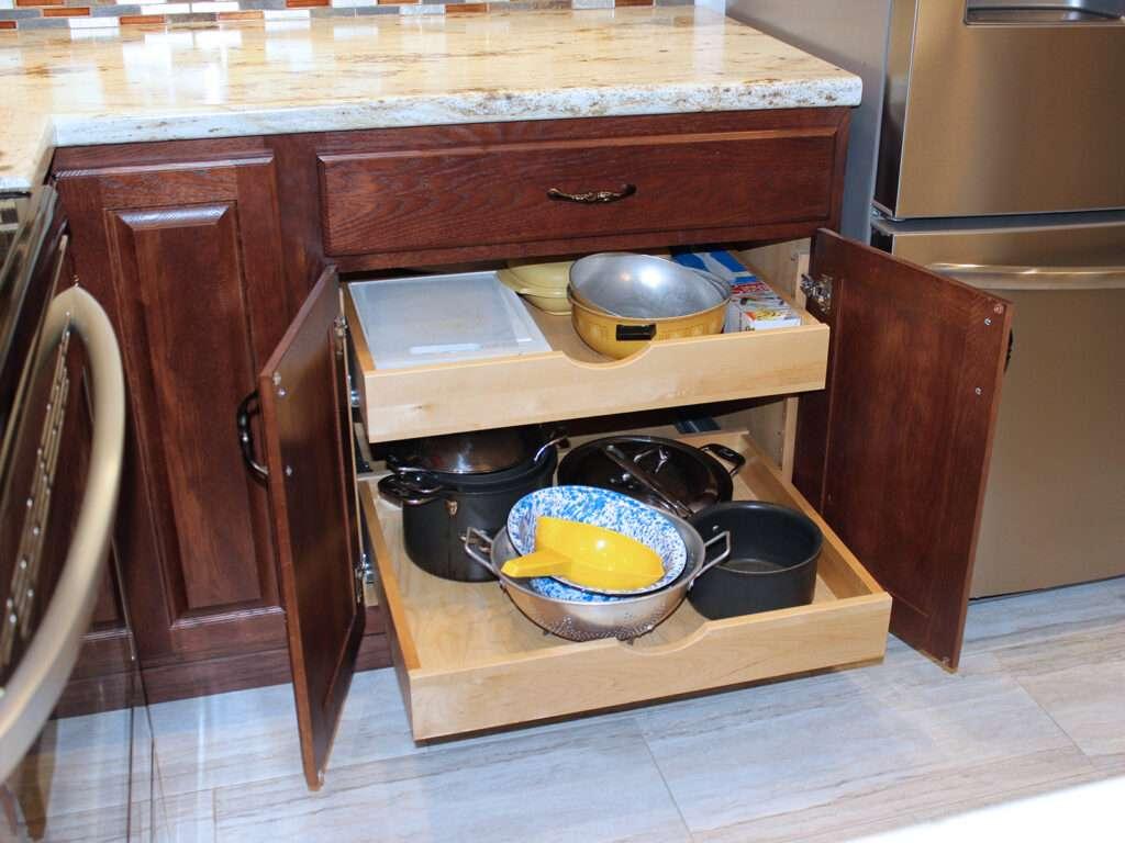 StarMark Cabinetry Elegant Redo of 1980s Kitchen 8