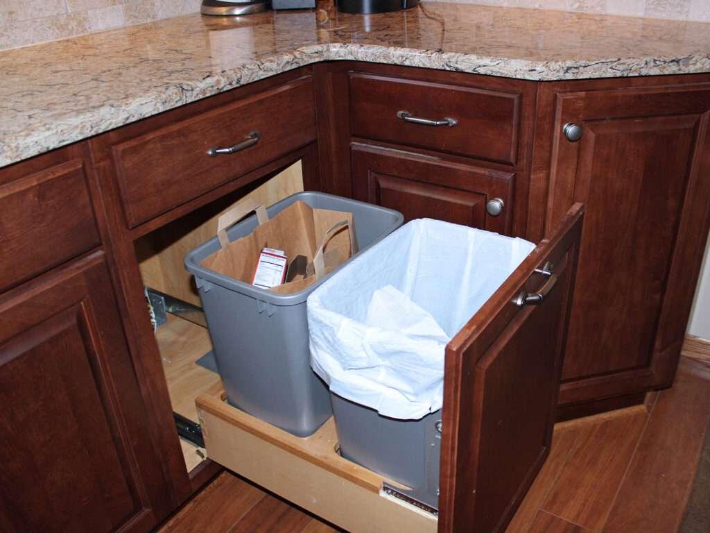 StarMark Cabinetry Fantastic 1980s Kitchen Redo 12