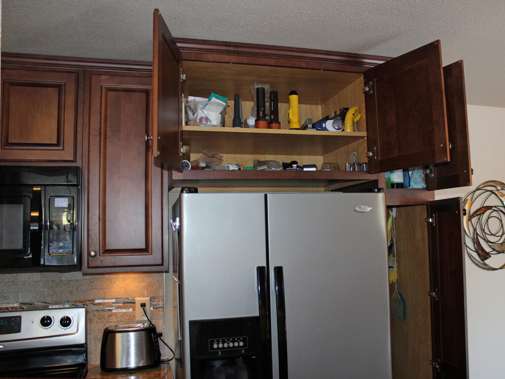 StarMark Cabinetry Fantastic 1980s Kitchen Redo 16