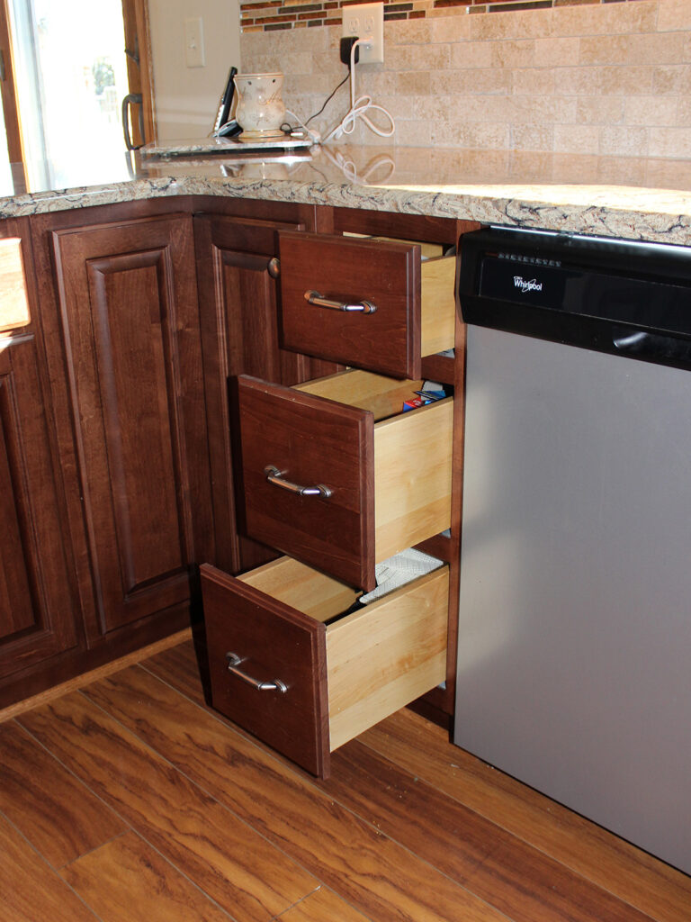StarMark Cabinetry Fantastic 1980s Kitchen Redo 6